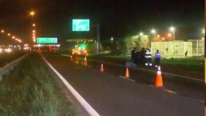 La víctima fue arrollada por un camión en el ingreso a Rosario cuando, de acuerdo a las primeras informaciones, hizo una mala maniobra con la bicicleta en la que circulaba.