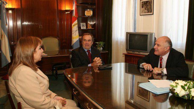 El 16 de diciembre Lifschitz fue recibido en el Congreso de la Nación por los senadores justicialistas por Santa Fe Carlos Reutemann y Roxana Latorre.