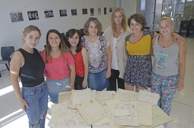 Parte del equipo del programa de preservación de la Facultad de Humanidades y Artes que llevó a cabo la investigación.