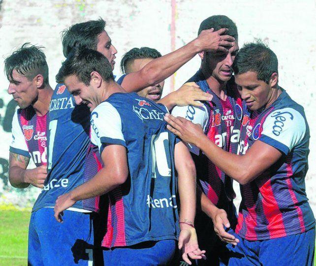 Todos felices. El Pato Sánchez volvió a anotar y el charrúa sube en las posiciones.