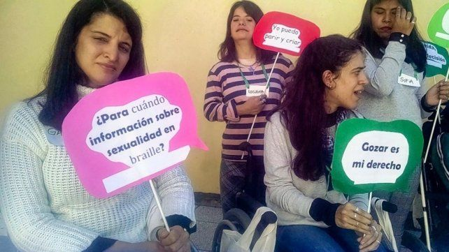 {altText(<p> 1 de cada 10 mujeres que viven en Argentina es una mujer con discapacidad. En una campaña audiovisual bajo el hashtag #SomosDeSeAr reclaman el fin de las distintas formas de violencia que les impiden ejercer sus derechos sexuales y reproductivos.</p>,#SomosDeSeAr: mujeres con discapacidad contra la violencia)}
