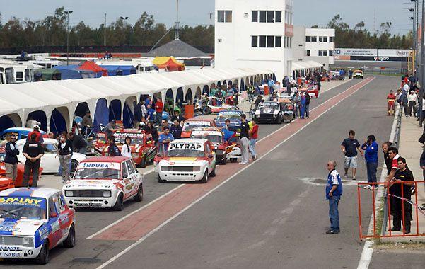 A pista. Los autos de la Clase 2 salen a entrenar. No llegaron a clasificar.