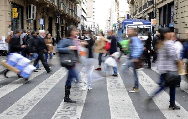 Por mano propia. El carterista fue atrapado por la gente a metros de la concurrida esquina de Corrientes y Córdoba.