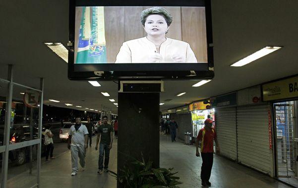 Tras las protestas. Dilma Rousseff espera un rápido tratamiento legislativo de su iniciativa de la consulta popular.