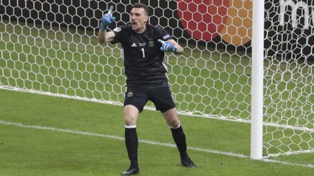 En el arco. El casildense atajó un penal clave frente a Paraguay y no le marcaron ante Qatar.