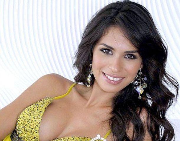 Emma Coronel Aispuro fue coronada como reina de la Gran Feria del Café y la Guayaba de Durango en 2007.