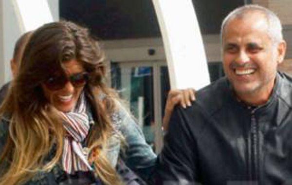 La pareja fue vista en Ezeiza junto a las hijas del conductor.