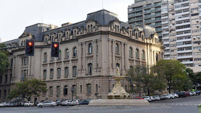 Denuncian a un empleado municipal por fraude con multas de tránsito condonadas o rebajadas