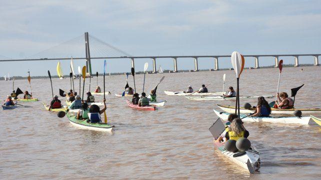 Kayaks de duelo. En el agua y desde la costa
