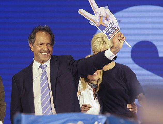 Daniel Scioli festejó junto a su mujer