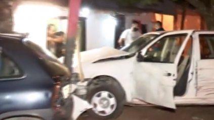 Robaron un auto, chocaron y sus familiares los defendieron de la Policía a los tiros