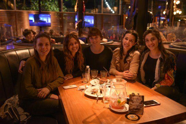 Julieta Perez, Paula Ammirati, Melisa Cuesta, Evelyn Ferrari y Luz Trapano.