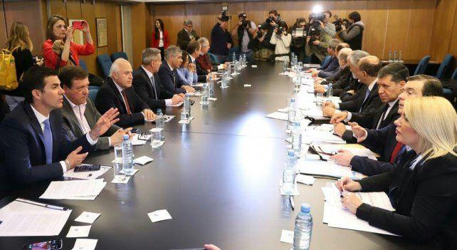 Los gobernadores opositores rechazaron las medidas económicas del gobierno y advierten con ir a la Justicia