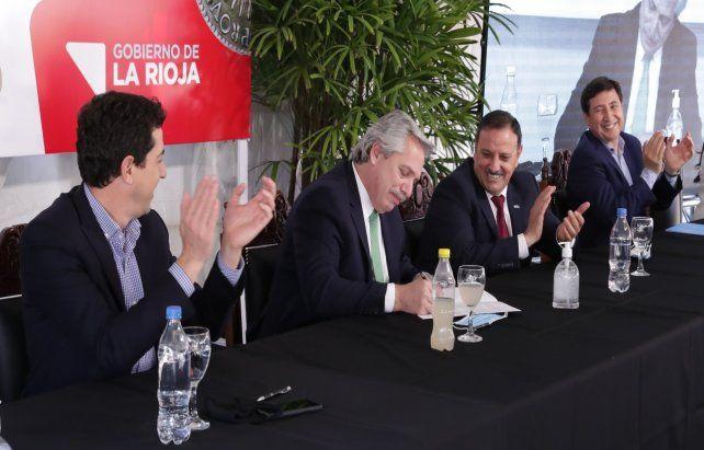 Presidente. Alberto Fernández estuvo ayer en La Rioja. Después canceló una visita a Catamarca.