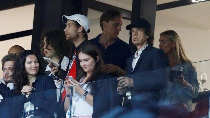 Mick Jagger fue fotografiado en el estadio de Wembley durante el partido que Inglaterra le ganó a Dinamarca,