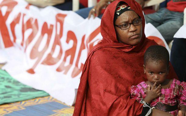 Angustia y esperanza. Una madre nigeriana y su hija durante una marcha pidiendo el regreso de las chicas.