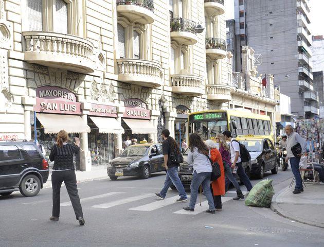 La tradicional calle céntrica sufre los vaivenes de la economia.