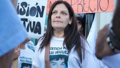 María Alejandra, la mamá de Maximiliano, en una de las tantas marchas donde exigió el esclarecimiento por la muerte de su hijo.