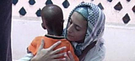 A media mañana llega al país la enfermera secuestrada en Somalia