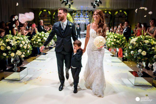 Se conoció quién agarró el ramo en el casamiento de Leo Messi y Antonela
