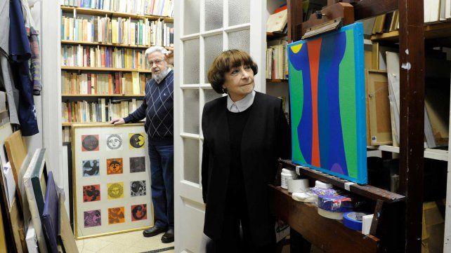 MELE BRUNIARD La grabadora Mele Bruniard y el pintor Eduardo Serón en su casa estudio.