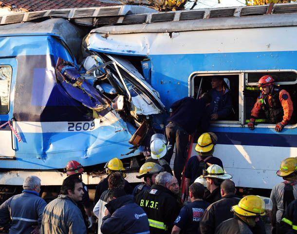 El choque de la formación dejó un saldo de tres muertos y 300 heridos.