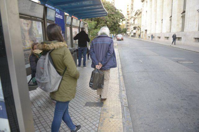 El paro de colectivos en Rosario sigue sin solución.