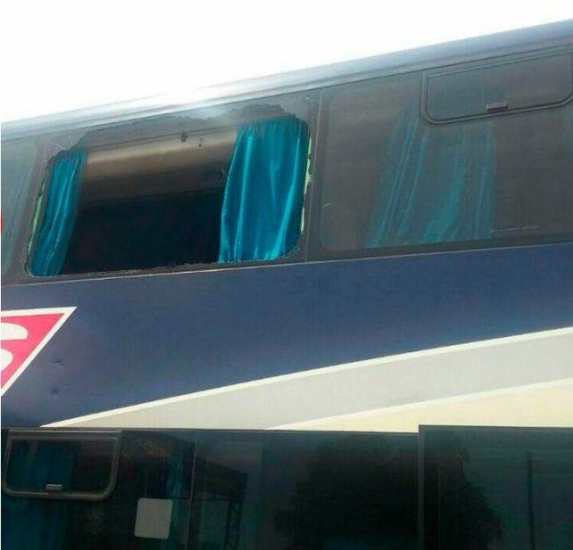 En Rosario apedrearon el colectivo de Colón que viajaba hacia Buenos Aires