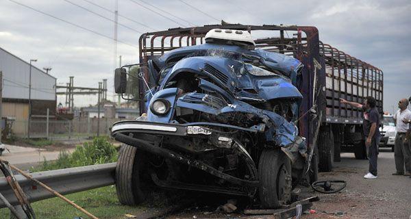 Murió un camionero tras una triple colisión en Circunvalación