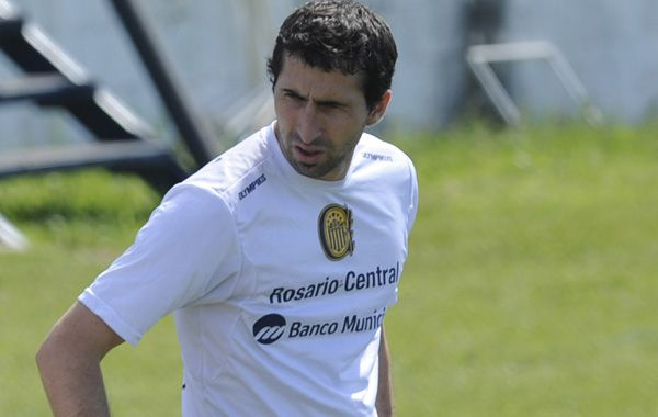 Alejandro Donatti quiere continuar en Central pero las negociaciones se complican.