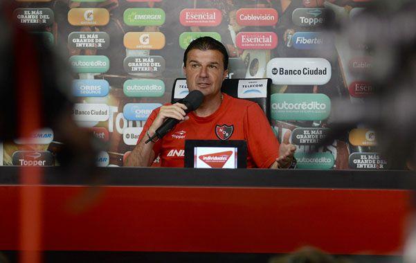 Pese a la derrota ante Central Gustavo Raggio seguirá dirigiendo Newells. (Foto: L.Vincenti)