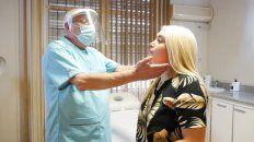El cirujano plástico Orlando Dalpino en la consulta con la instagramer Camila Ramallo