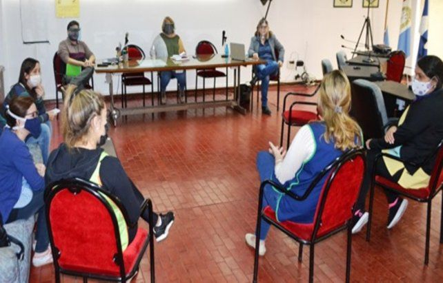 Reunión. Se planteó la problemática de los cuatro centros educativos.