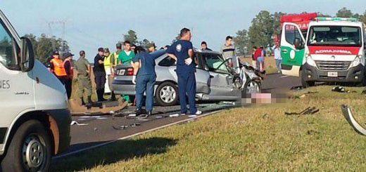 Penoso. La violenta colisión involucró a un Renault Laguna y un Peugeot 308.