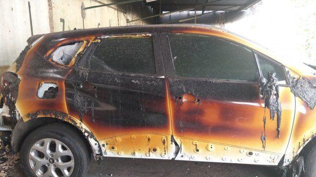 Ardieron once autos al incendiarse una cochera del macrocentro