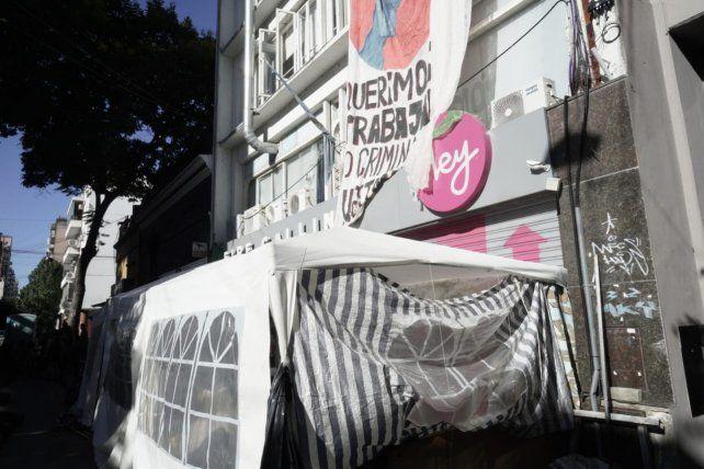 Acampe y ocupación del edificio en Buenos Aires al 1.400.