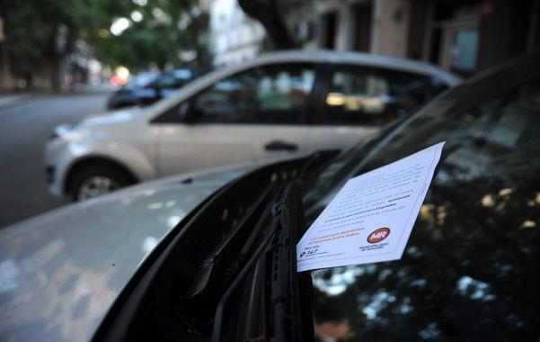 Aviso. Ayer se repartieron folletos instructivos a conductores y vecinos.