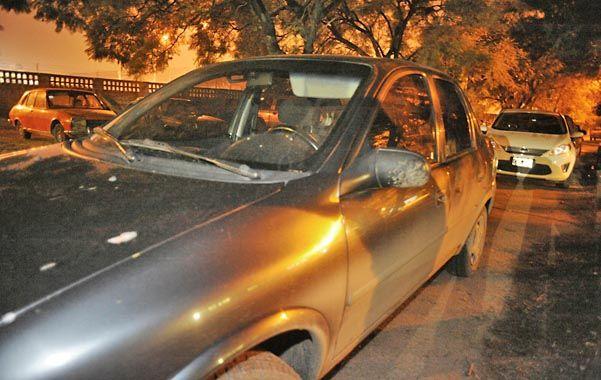 El del policía. El vehículo en el que iba el oficial cuando fue abordado cerca de su casa