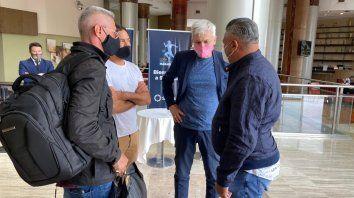 Los directivos de Central, Rodolfo Di Pollina y Ricardo Carloni, le dieron la bienvenida al vice de Newells, Cristian DAmico, y el titular de la Afa, Chiqui Tapia en San Juan.