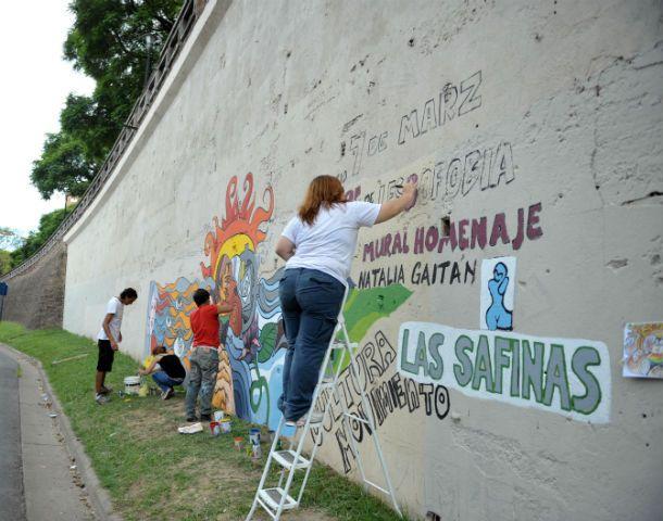 Expresión callejera. Un mural contra la xenofobia en la costa central.