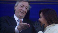 Néstor Kirchner, junto a Cristina, en el primer acto por el Día de la Bandera que encabezó como presidente, en 2003.