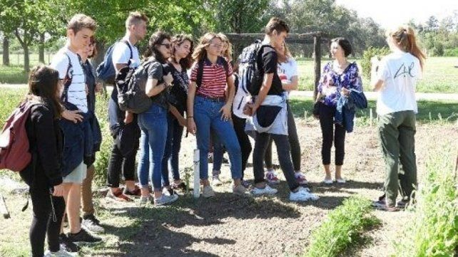 Alumnos de distintas partes de la región asisten al Centro Agrotécnico Regional (CAR).