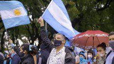 Marcharon contra el aborto legal bajo una lluvia torrencial