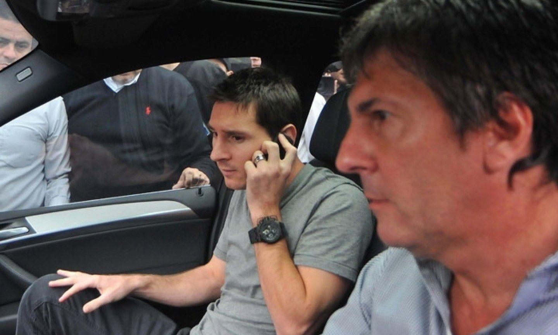 Messi y su padre. Ambos enfrentan cargos de evasión fiscal por un valor de 4