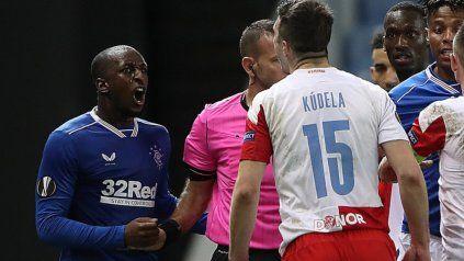 La Uefa suspendió por 10 fechas a un jugador de Slavia Praga por insultos racistas contra un rival
