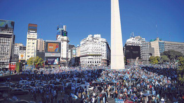 Postal del reclamo. Miles de manifestantes se dieron cita en el corazón de la ciudad de Buenos Aires.