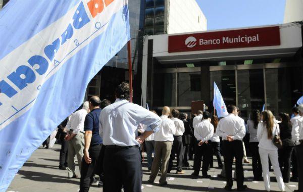 El acuerdo de los trabajadores bancarios oficia como paritaria testigo para el resto de los sectores.