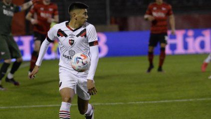 Dominio. Nicolás Castro es el eje del juego leproso y el goleador del equipo con los dos goles ante el pincha.