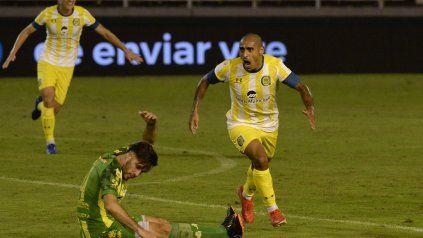 Zabala ya sacó el remate que se convirtió en el gol de la victoria de Central en Mar del Plata.