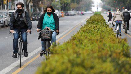 Cada vez más rosarinos utilizan las ciclovías, que ya alcanzan los 196 kilómetros en la ciudad.